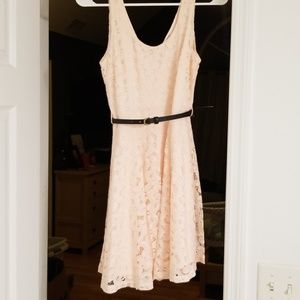 Light pink lace floral dress with belt Small